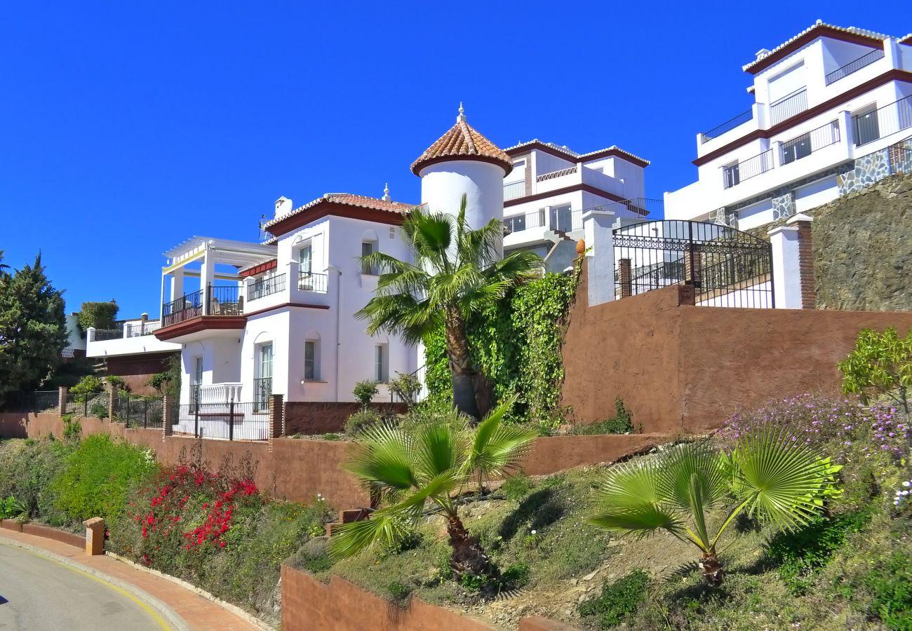 Villa in Torrox Costa - 3 Bedrooms | Villa Ladera | CG R999